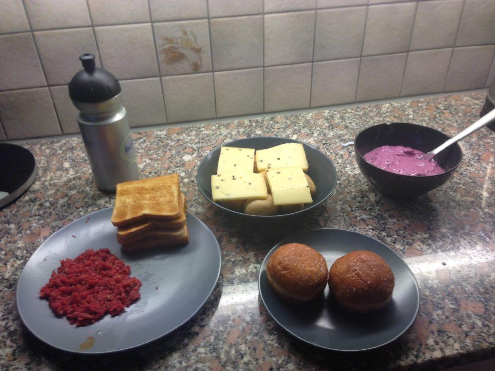 Ein typisches Abendessen. Das Mittagesse bleibt indentisch und Abwechslung gibt es nur in den Abendstunden