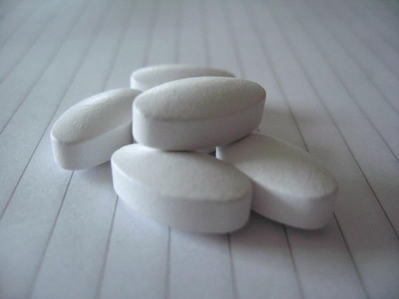 Kalziumpräparate versprechen starke Knochen, scheinen aber in der Realität der Gesundheit eher zu schaden, als zu helfen. (Bildquelle: Wikipedia.org)