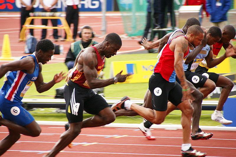 Dwain Chambers, zweiter von links, kann sich über seinen Grad an Muskulösität nicht beschweren. Und das Beste: Sie ist höchst funktional! (Bildquelle: Wikimedia.org / ; CC Lizenz)