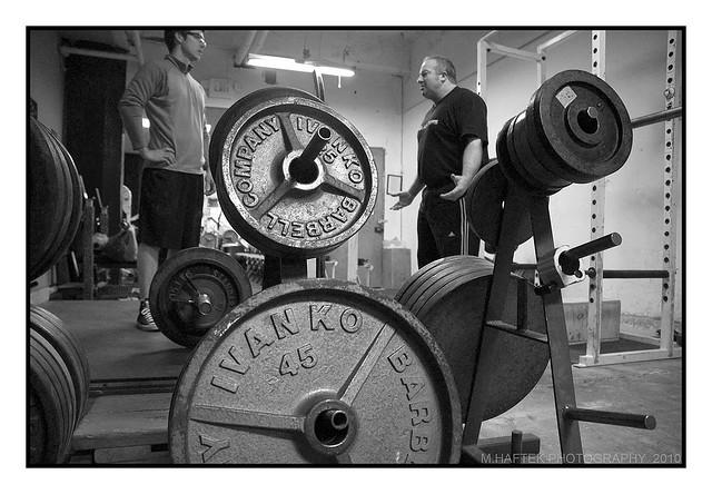 Keine Diskussion! Schweres Krafttraining für einen starken und widerstandsfähigen Körper! (Bildquelle: Flickr / M_Haftek ; CC Lizenz)
