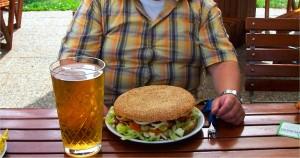 """""""Mein Arzt hat gesagt, ein Hamburger sei schon in Ordnung!""""(Bildquelle: Flickr / Colros ; CC Lizenz)"""