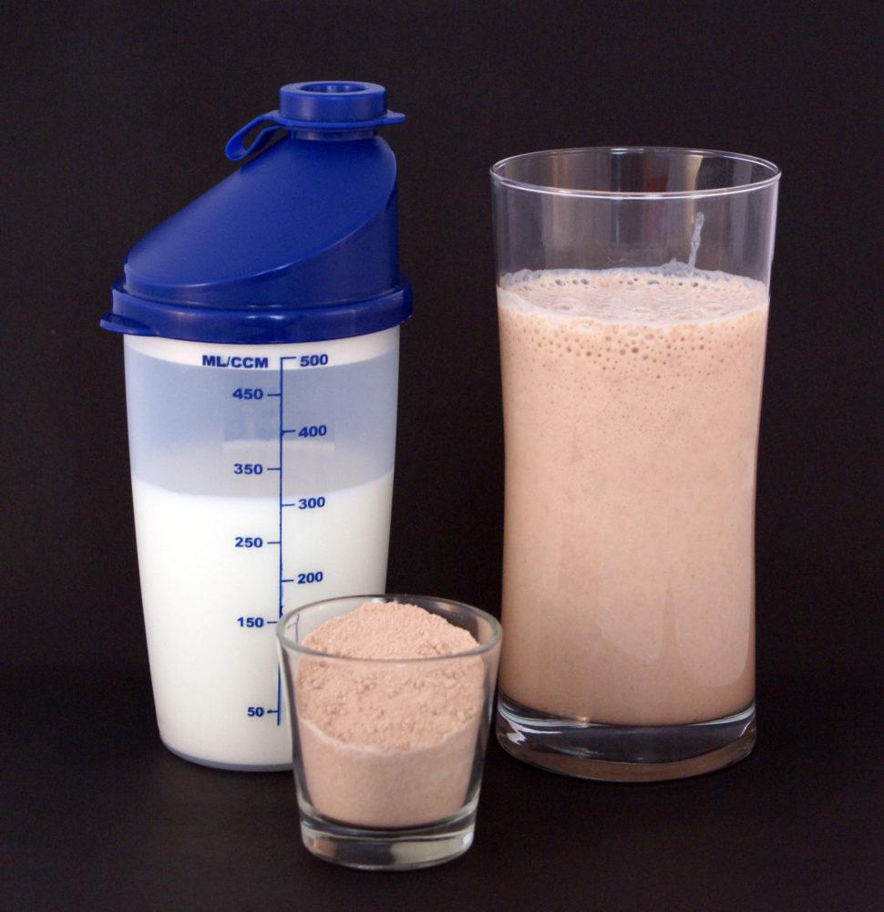 Mehrkomponentenproteine besitzen aufgrund mehrerer Proteinquellen eine gute biologische Wertigkeit und eignen sich ideal zur Langzeitversorgung. Doch Achtung beim Kauf: Viele Hersteller mischen gerne billige Proteinsorten dazu(Bildquelle: Wikimedia.org / Sandstein ; CC Lizenz)