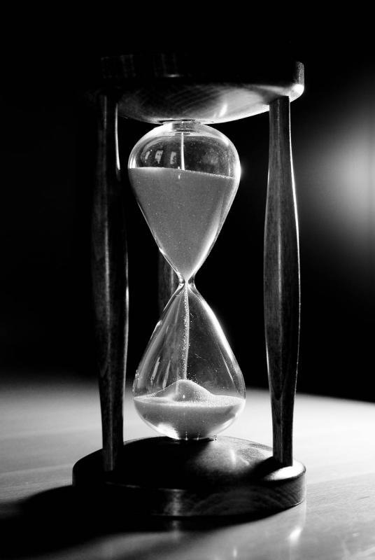 Unsere Zeit läuft ab, wie bei einer Sanduhr