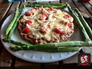 Thunfischboden-Pizza mit Grünem Spargel und Habaneros