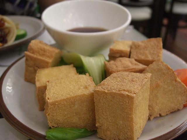 Soja- und Sojaprodukte (insbesondere die unfermentierten) stehen in dem Ruf die Testosteronproduktion negativ zu beeinflussen. Tofu und Sojamilch müssen weichen. (Bildquelle: Flickr / Alpha ; CC Lizenz)