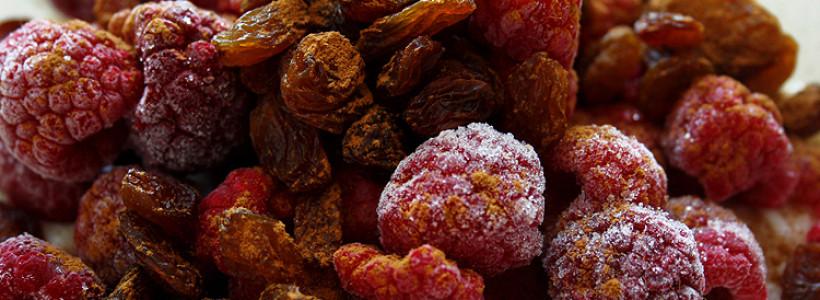Vanille-Milchreis (mit Beeren und Rosinen)