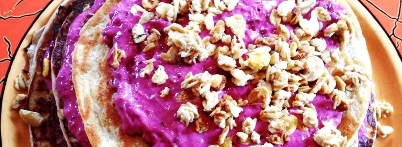 High Protein Bananen-Zimt Pancakes mit Beeren Sorbet