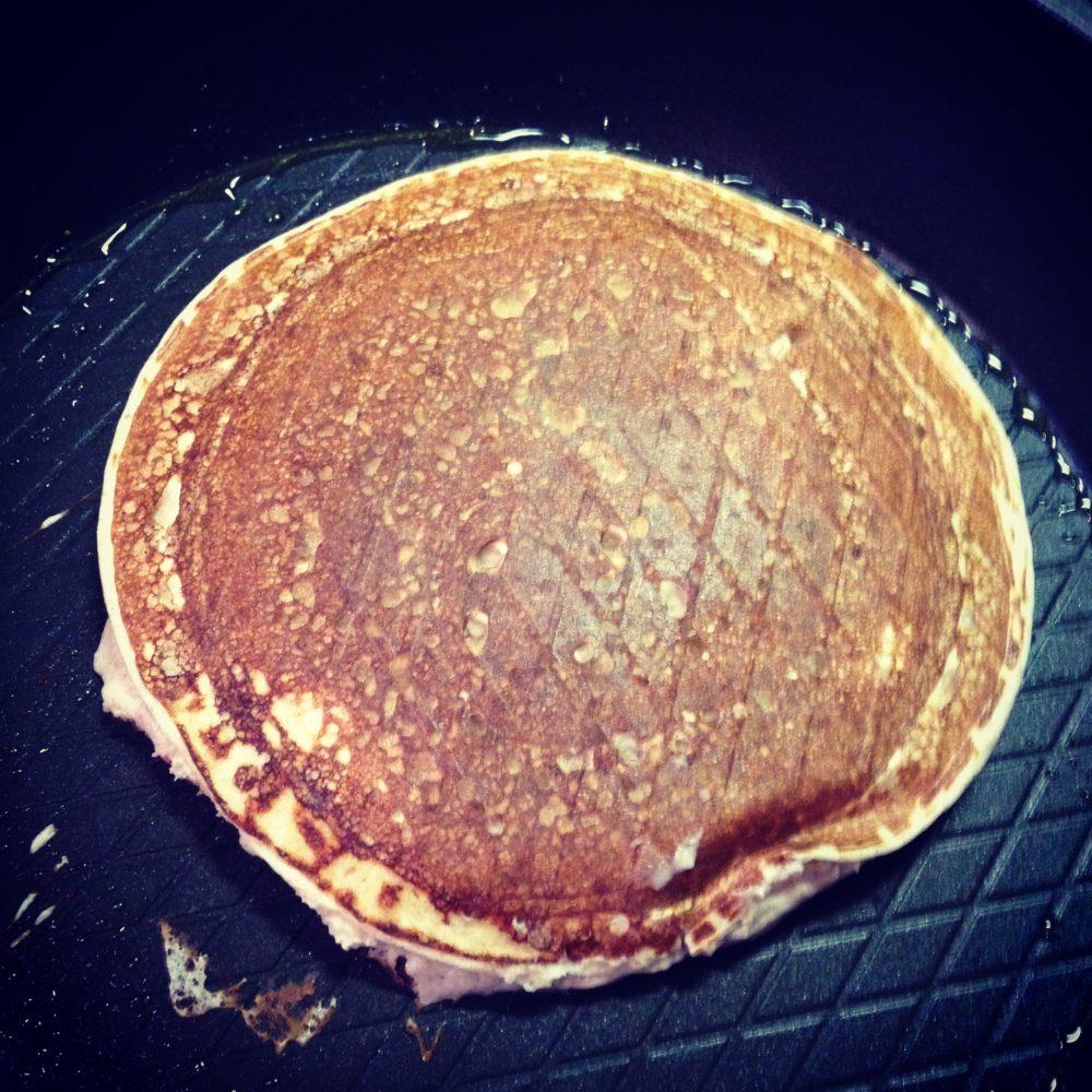 High-Protein-Banane-Zimt-Pancakes-mit Beeren-Sorbet2