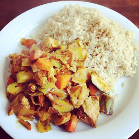 Putengeschnetzeltes mit gebratenem Currygemüse
