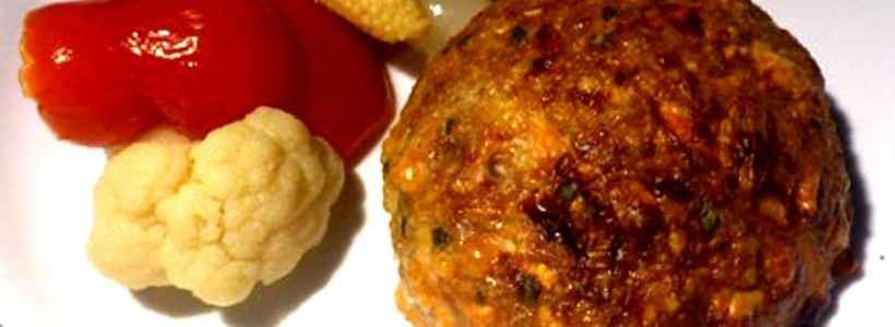 Der All-In-One Snack: Bulgur-Frikadelle mit Gemüse