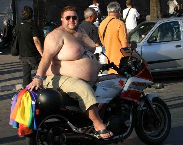 """(Bildquelle: HIghProtein heißt nicht automatisch """"NoCarb"""", allerdings dürfte diesem Mann eine Insulinpause recht gut tun (Bildquelle: wikimedia.org)"""