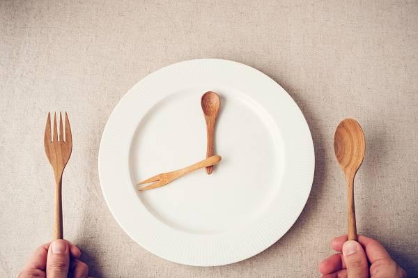 Intermittierendes Fasten und Verlust von hartnäckigem Körperfett