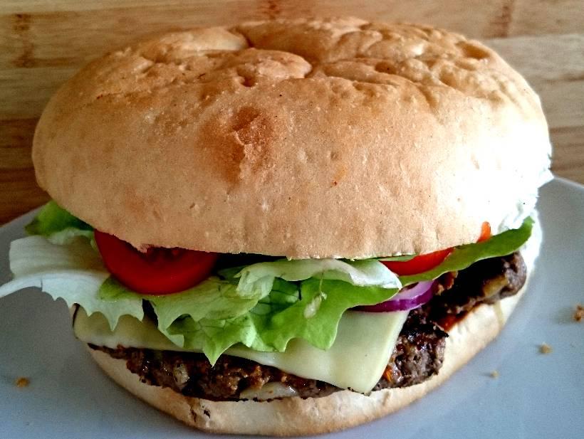 "IQ´s ""Doppel-Bizeps""-Burger"