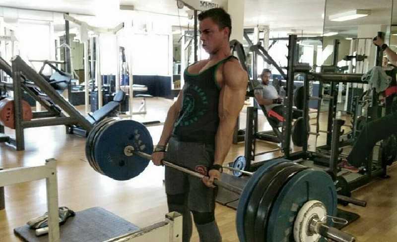 Natural Bodybuilder Patrick Deutsch beim Kreuzheben