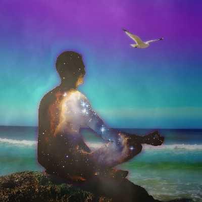 Meditation im Lotussitz am Meer