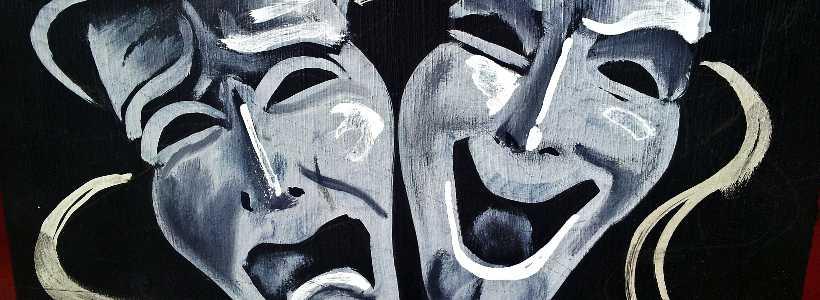 Weinendes und lachendes Gesicht: Wir tragen alle Masken