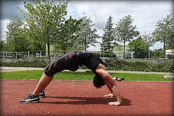 Calisthenics - Der spartanische Weg zu trainieren: Groß & stark werden, ohne Eisen!