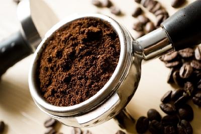 Training am Morgen? Dann schnapp dir 1-2 Tassen Kaffee, um deine Leistungsfähigkeit zu pushen. (Bildquelle: Pixabay.com / Eliasfalla ; CC Lizenz)