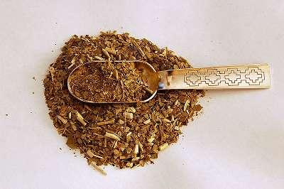 """Yerba Mate: In Südamerika ein Volksgetränk, wird es auch hierzulande immer populärer. Aber handelt es sich wirklich um einen """"natürlichen Fat Burner""""? (Bildquelle: Wikimedia.org / Lucash ; CC Lizenz)"""