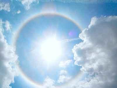 Schutz vor schädlicher UV-Strahlung: Astaxanthin wirkt als natürlicher Sonnenschutzfaktor und wird z.B. von Ironman-Athleten für harte Rennen bei sengender Hitze verwendet.(Bildquelle: Pixabay.com / Selenagallag ; CC Lizenz)
