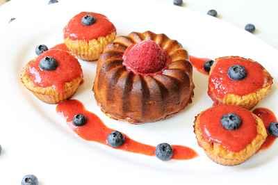Rezept: Bananenmuffins mit Erdbeersauce
