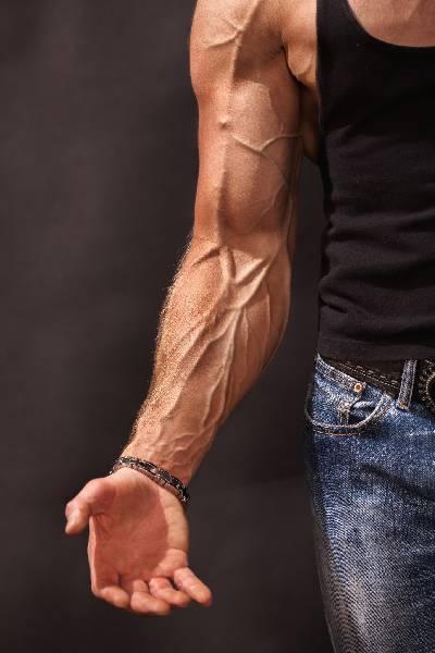 Je muskulöser du wirst, desto weniger Muskulatur wird aufgebaut, desto geringer fällt die Proteinsynthese nach dem Training aus. (BildquelleFlickr / Anton Petukov ; CC Lizenz)
