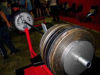Progression, d.h. stetige Steigerung der Gewichte, sieht nur auf dem Papier so einfach aus. Tatsächlich ist es so, dass die Gewichte im späteren Verlauf der Trainingskarriere sich nur noch unwillig steigern lassen (Bildquelle: Flickr / Jason Lengstorf ;CC Lizenz)