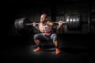 Stark in der Kniebeuge: Voraussetzungen & 5 wertvolle Nebenübungen für mehr Squat-Power