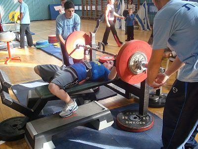 Satzpause: Wie lange zwischen Sätzen pausieren für Muskelaufbau?