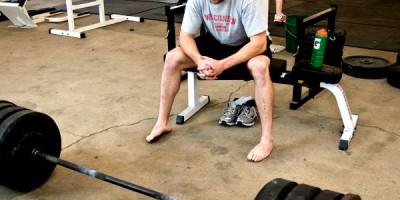 Die optimale Satzpause für maximale Hypertrophie & effektiven Muskelaufbau