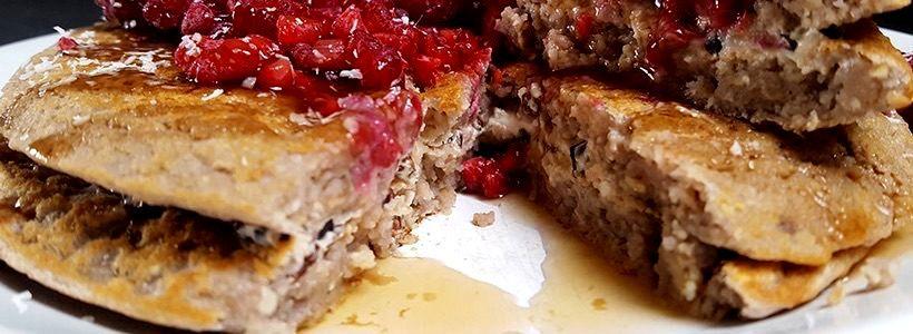Gefüllte Schoko Pancakes mit Himbeer-Kokos Topping | Protein Pancakes