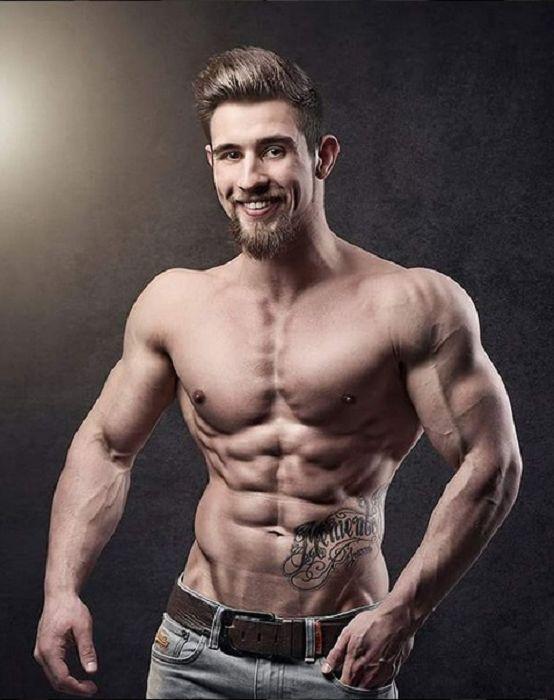 Interview mit Fitness Schindler_ Nenne uns 3 Supplemente, auf die du nur ungern verzichten würdest