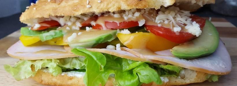 Hähnchen-Avocado Sandwich | Fitness Supp