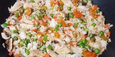Gebratener Reis mit Hähnchen   Gesundes Mittagessen