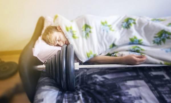 Für optimale Erholung und Regeneration (und damit auch Testosteronproduktion) ist ausreichend viel Schlaf unerlässlich - dies gilt umso mehr, wenn du intensiv trainierst.