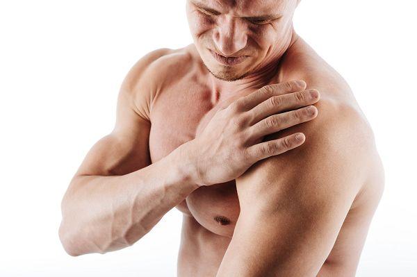 No pain, no gain - so lautet ein beliebter Ausspruch im Hardcore Bodybuilding. Aber: Nur ein Idiot ignoriert klare Signale seines Körpers. Anstatt die Schmerzen zu ignorieren und darauf zu hoffen, dass sie von alleine weggehen, solltest du aktive Maßnahmen ergreifen.