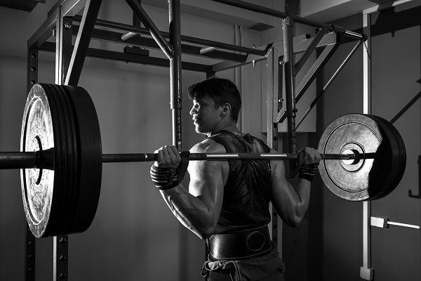 Eine bestimmte Übung macht dir immer wieder Probleme? Schmeiss sie raus! Wer ständig verletzt ist, kann nicht (richtig) trainieren. In dem Fall solltest du dir Ersatzübungen für die entsprechenden Muskelpartien suchen. Daran ist nichts Schändliches!