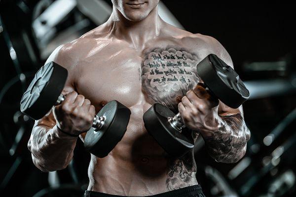 Es spricht nichts gegen ein Pump-Training, sofern du regelmäßig mit Grundübungen trainierst. Das ist der richtige Weg, um groß und stark zu werden.