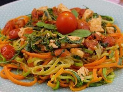 Gemüse-Nudeln mit Lachs in einer Weißweinsauce | High Protein Low Carb