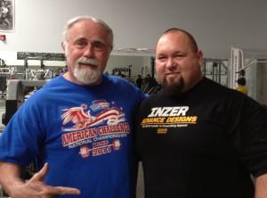 """Das ist Gene, der neben Donnie """"Mr. 3000"""" Thompson steht. (Bildquelle: BretContreras.com)"""