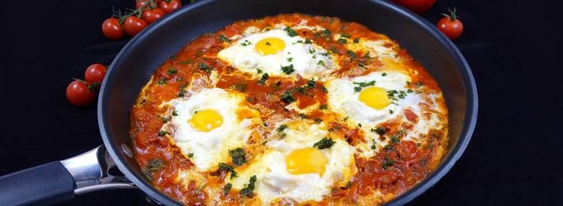 Shakshuka | Pochierte Eier in scharfer Tomatensauce
