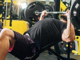 Brusttraining für optimalen Muskelaufbau (Hypertrophie) | Übungen, Frequenz & Periodisierung