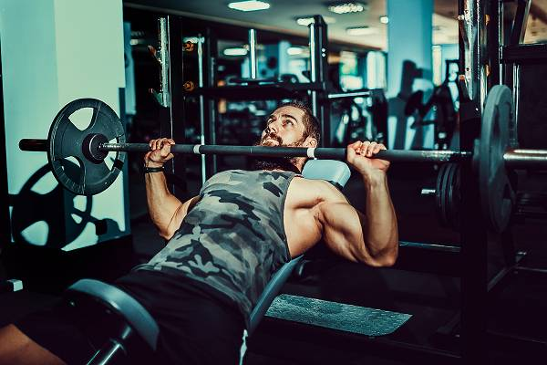 Brust Training für optimalen Muskelaufbau | Übungen, Frequenz & Periodisierung