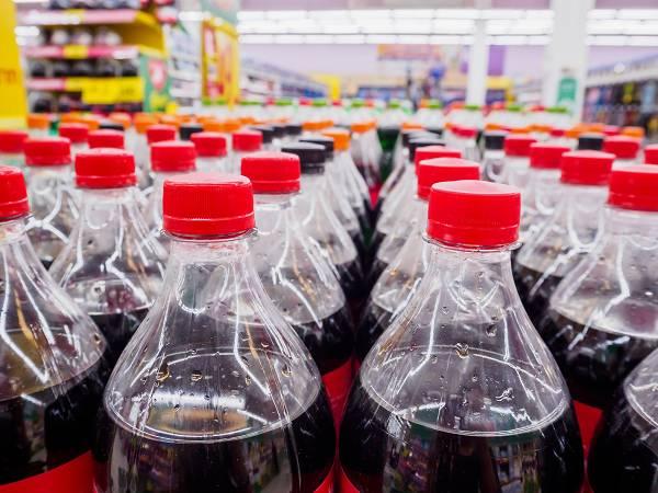 Zu viel ist zu viel: Wir wissen, was passiert, wenn ein Mensch große Mengen an Zucker zuführt und sich in einem Kalorienüberschuss befindet. Ob Fruktose oder Glukose - die Gesundheit wird früher oder später drunter leiden. Studien, die zitiert werden, um die Schädlichkeit von Fruktose zu untermauern, setzen oftmals auf abnormale Mengen, die kaum ein Mensch auf täglicher Basis konsumiert.