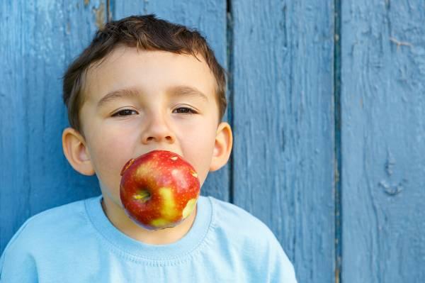 Wie so oft, macht die Dosis das Gift. Du musst dir dein Obst nicht madig machen lassen, sofern es bei moderaten Mengen bleibt und du die Gesamtkalorienzufuhr im Auge behältst!