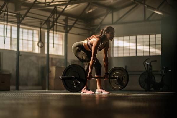 Kniebeugen und Kreuzheben machen deine Hüfte / Taille NICHT breiter! Punkt. Aus.