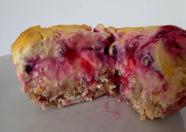 Käsekuchen Muffins mit Quark & Beeren | 69 kcal pro Muffin
