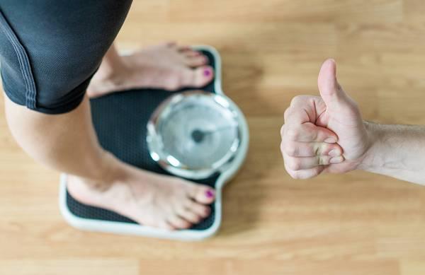 Abnehmtipps: Diäten sind Scheisse und das wissen wir alle. Aber weißt du was noch demotivierender ist? Wenn du weißt, dass du die nächsten Monate auf Diät bist und es keine Pause gibt. Gezielte Diätpausen sind ein nützliches Werkzeug, um den bisher erreichten Erfolg zu konsolidieren und neue Motivation zu schöpfen.
