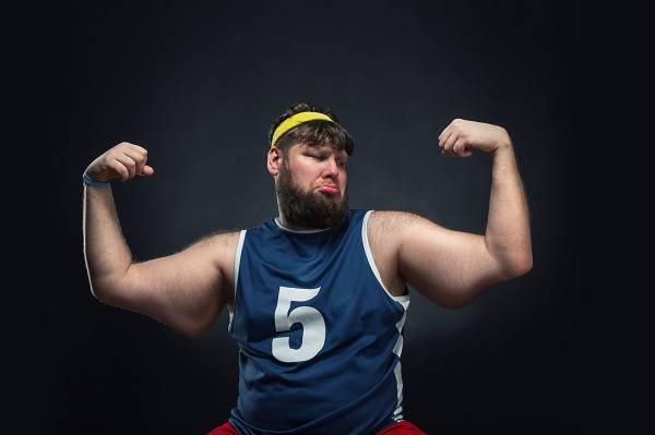 Wenn man aufhört zu trainieren, verwandeln sich die Muskeln in Fett? Nope, so läuft das leider nicht. Muskelaufbau & -abbau sowie Fettaufbau & -abbau sind unterschiedliche Prozesse, die parallel ablaufen können, aber nicht miteinander verwechselt werden sollten.