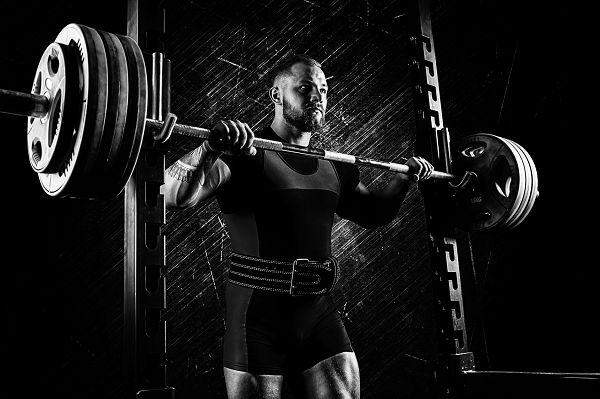 Ehrgeizige Powerlifter können (zumindest kurzfristig) von einer ketogenen profitieren - der rapie Gewichtsverlust (Wasserverlust) kann zu einer Verbesserung der Wilks-Score führen.